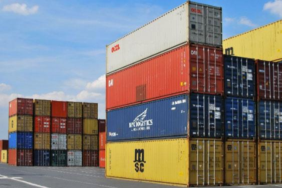 contenedores de carga para barcos y trenes